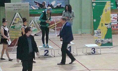 Katarzyna Matysiak na podium Biegu Sylwestrowego w Lesznie