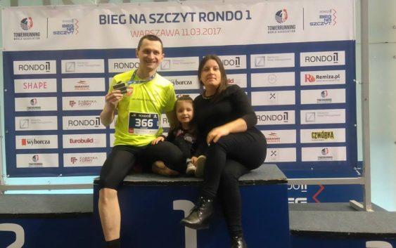 Siódma edycja Biegu Na Szczyt Rondo 1 z zawodnikiem LKS Feniks