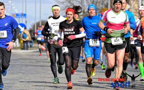 II Półmaraton Leszczyński z biegaczką Feniksa