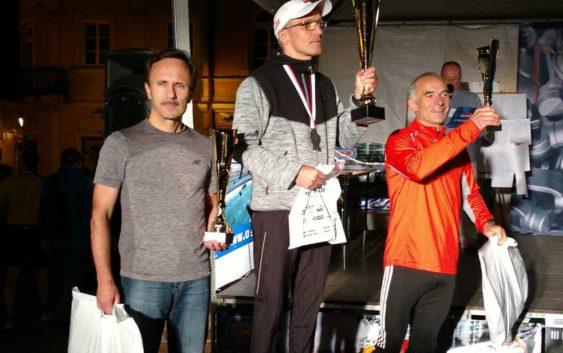 Nocny Piotrkowski Półmaraton z sukcesami biegaczy LKS Feniks